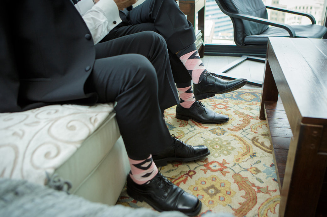 Groomsmen Getting Ready | Blush Socks | Chicago Wedding | Cafe Brauer Wedding | Bubbly Moments