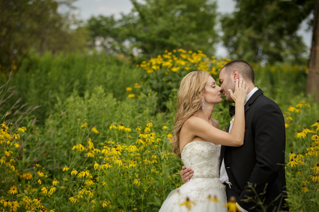 Wedding Photos | Monique Lhuillier Bridal Gown | Cafe Brauer | Chicago Wedding | Bubbly Moments