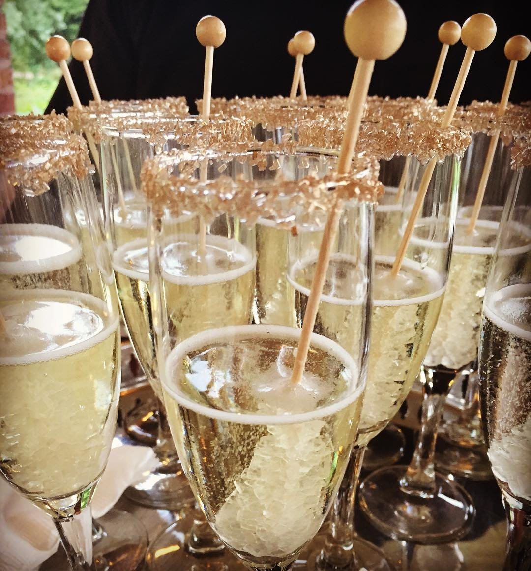 Gold Glitter Rim Rock Candy Champagne | Cocktail Hour | Specialty Wedding Drink | Chicago Wedding | Bubbly Moments