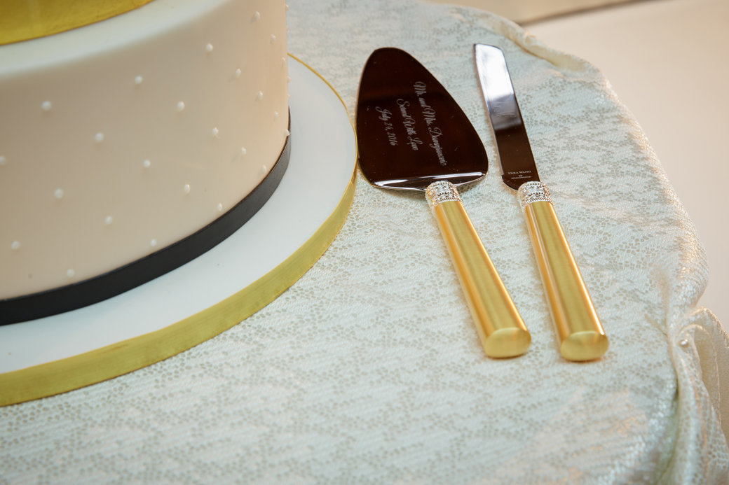Wedding Cake Knife Server Set | Cafe Brauer | Chicago Wedding | Bubbly Moments