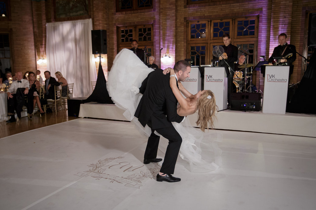 First Dance | Cafe Brauer | Chicago Wedding | Bubbly Moments