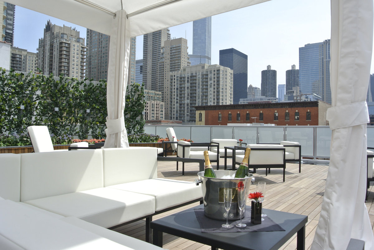 io godfrey | best rooftop bars chicago, chicago bars, chicago rooftop bars, rooftop bar, rooftop restaurants chicago I bubbly moments