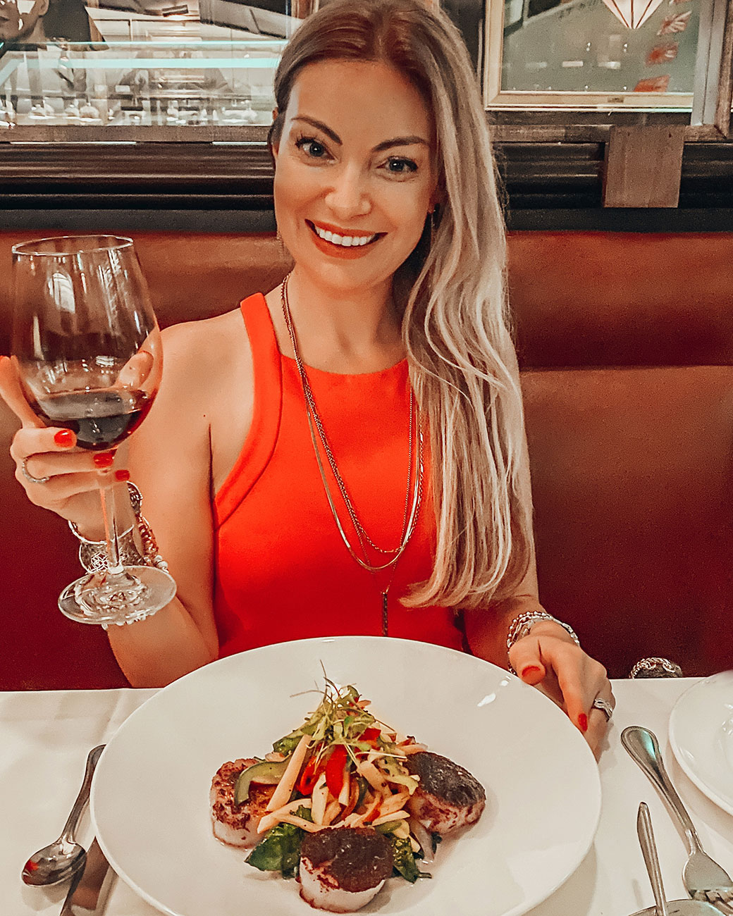 Chicago staycation   Staycation in Chicago   Chicago staycation ideas   Staycation near Chicago   Rosemont staycation   Rosemont restaurants   Rosemont mall   Hotels by Rosemont   Travel Chicago   Bubbly Moments
